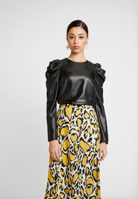 Warehouse - PUFF SLEEVE SHIMMER - Blouse - black metallic - 0