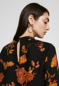 Warehouse - WALL FLOWER HIGH NECK - Bluser - orange - 4