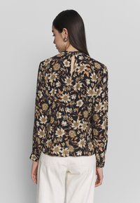 Warehouse - AUTUMN DAISY HIGH NECK - Bluse - black/beige