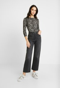 Warehouse - ANIMAL PRINT - Jumper - grey - 1