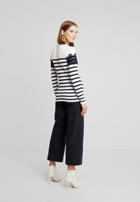 Warehouse - STRIPE HIGH NECK - Trui - ivory/navy - 2
