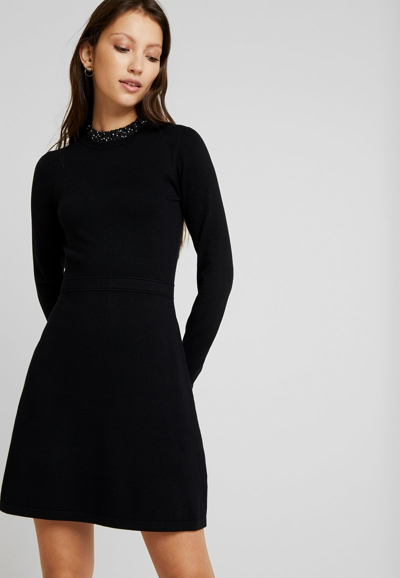 Warehouse - FRILL COLLAR DRESS - Gebreide jurk - black