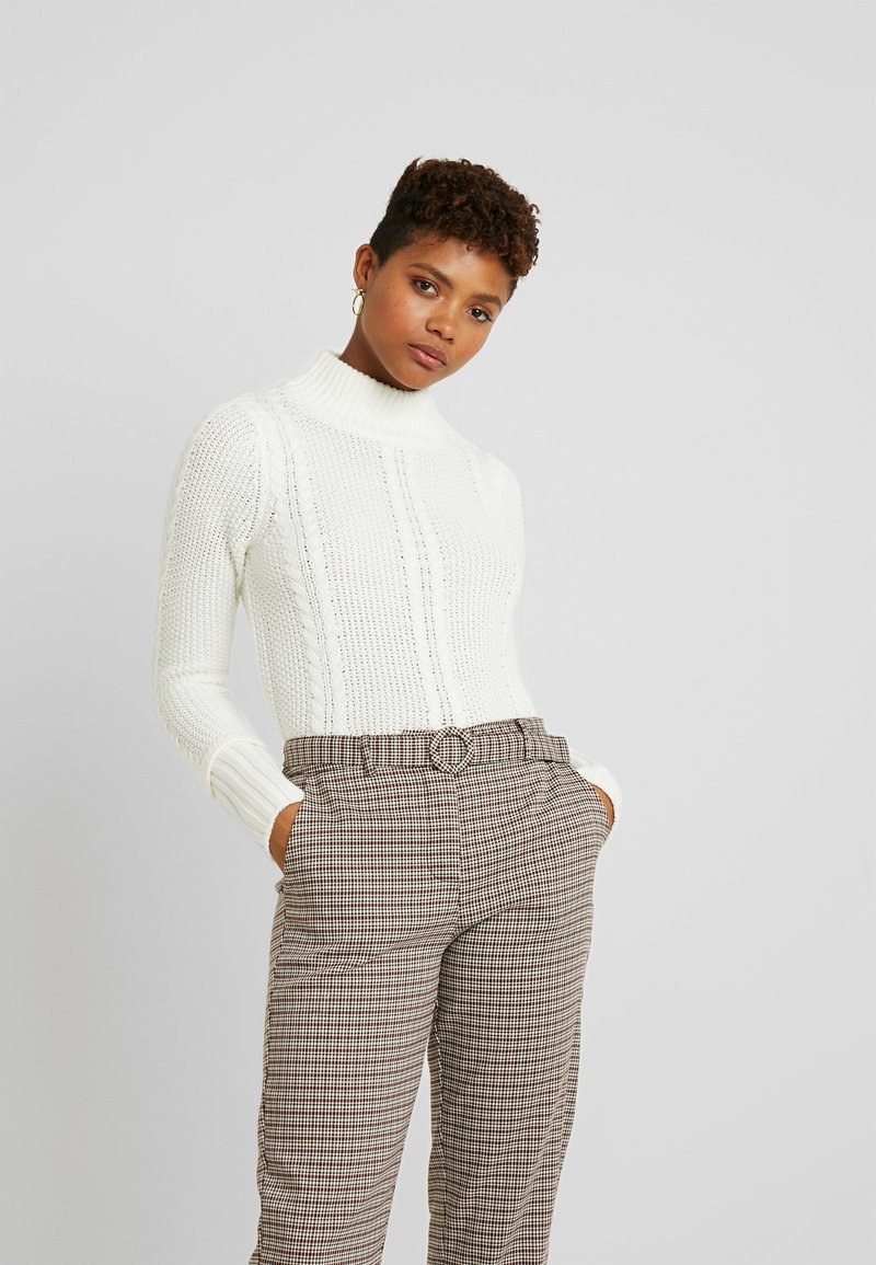 Warehouse - CABLE CROPPED JUMPER - Trui - ivory