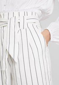 Warehouse - STRIPE CITY - Shorts - white/black - 4