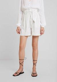 Warehouse - STRIPE CITY - Shorts - white/black - 0