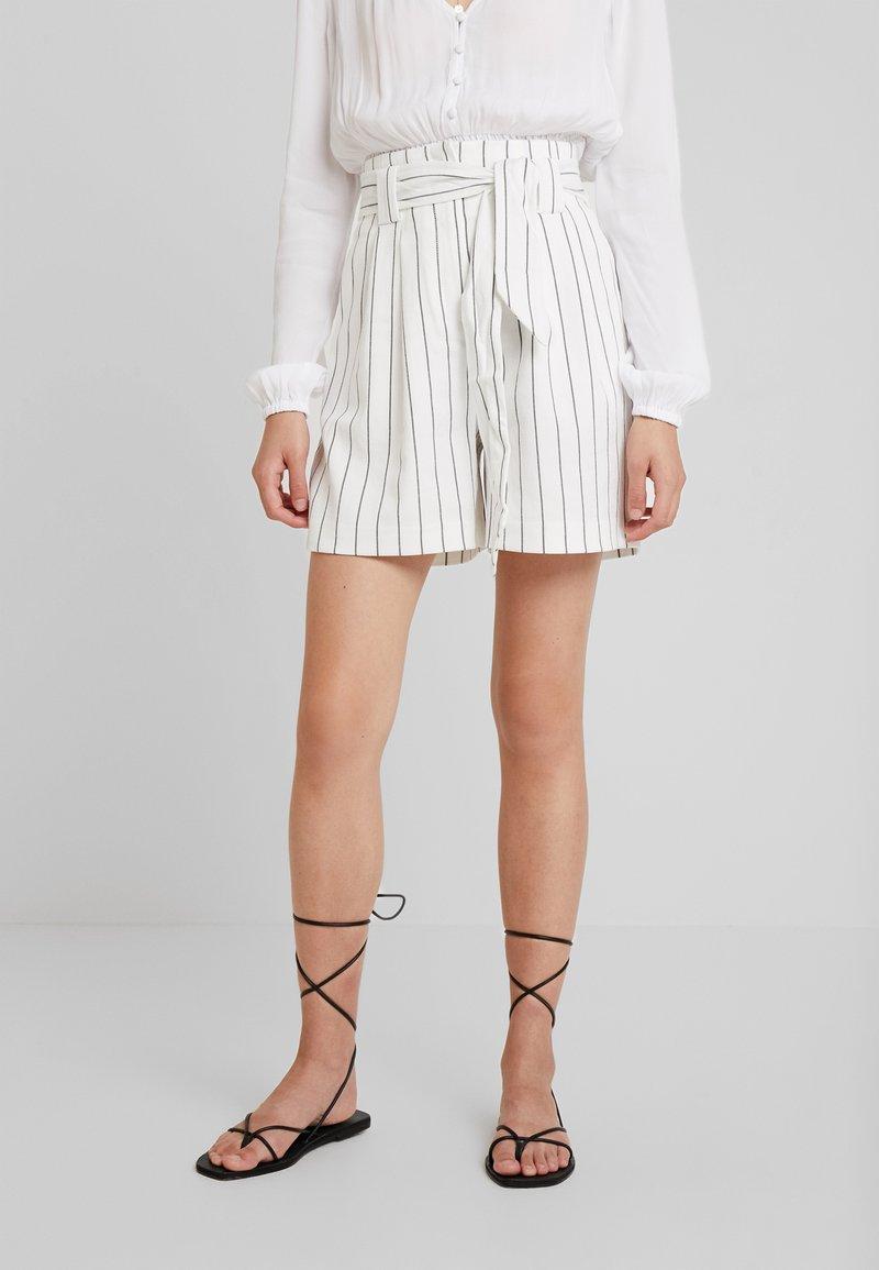 Warehouse - STRIPE CITY - Shorts - white/black