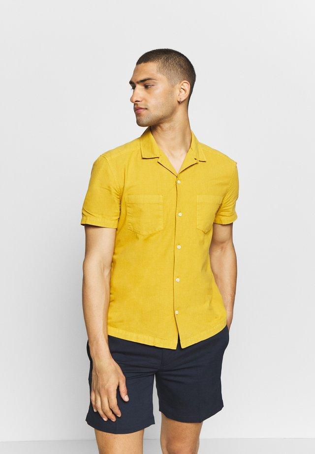 TEXTURED REVERE SHIRT - Shirt - mustard