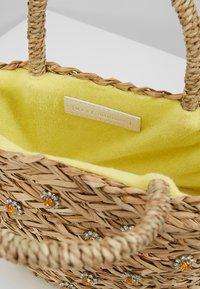 Warehouse - SHRIMPS JEWELLED BUCKET BAG - Kabelka - natural - 4