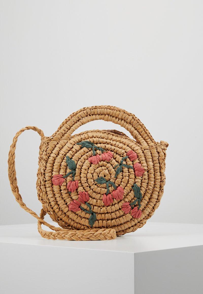 Warehouse - CHERRY CIRCLE BAG - Handbag - beige