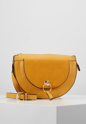 HALF MOON CROSSBODY BAG - Sac bandoulière - tan