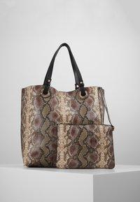 Warehouse - SNAKE EYELET SHOPPER - Bolso shopping - brown - 5