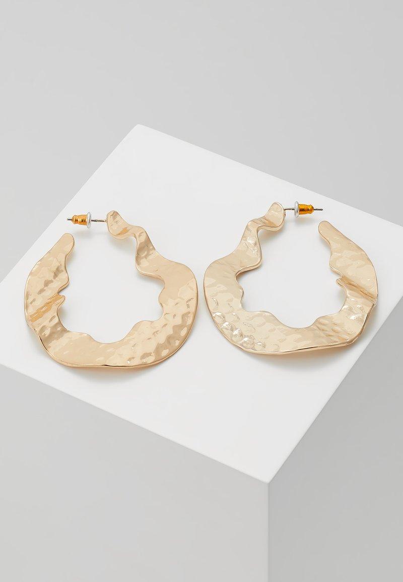 Warehouse - CRUSHED ORGANI - Earrings - gold-coloured