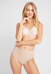 Wacoal - AWARENESS SEAMLESS UNDERWIRE BRA - Underwired bra - naturally nude - 1