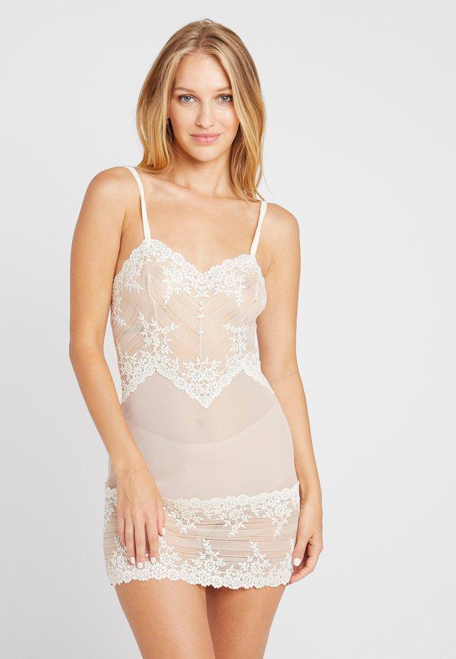 EMBRACE CHEMISE - Nattskjorte - naturally nude/ivory