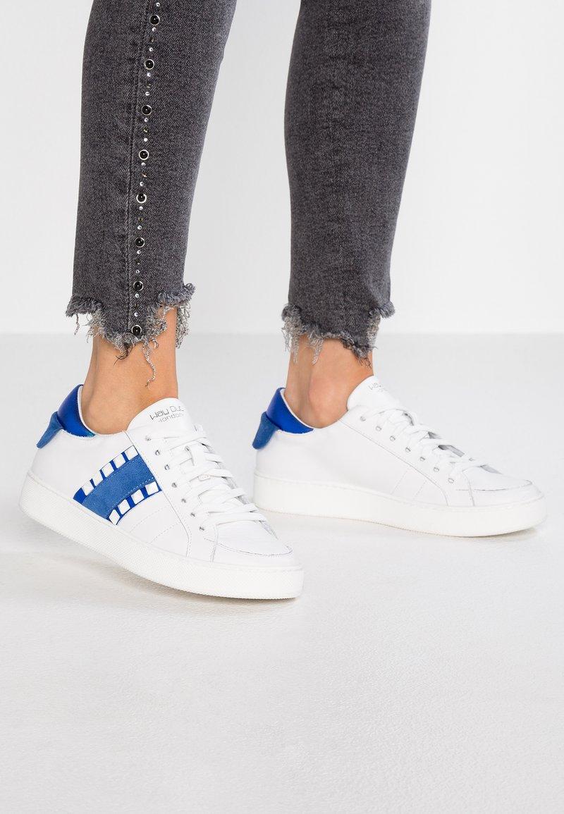 WAY OUT LONDON - Trainers - bianco/blu