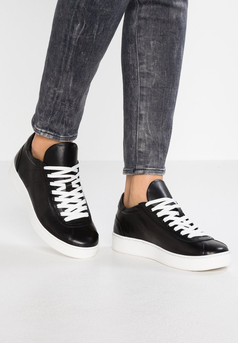 WAY OUT LONDON - Trainers - nero