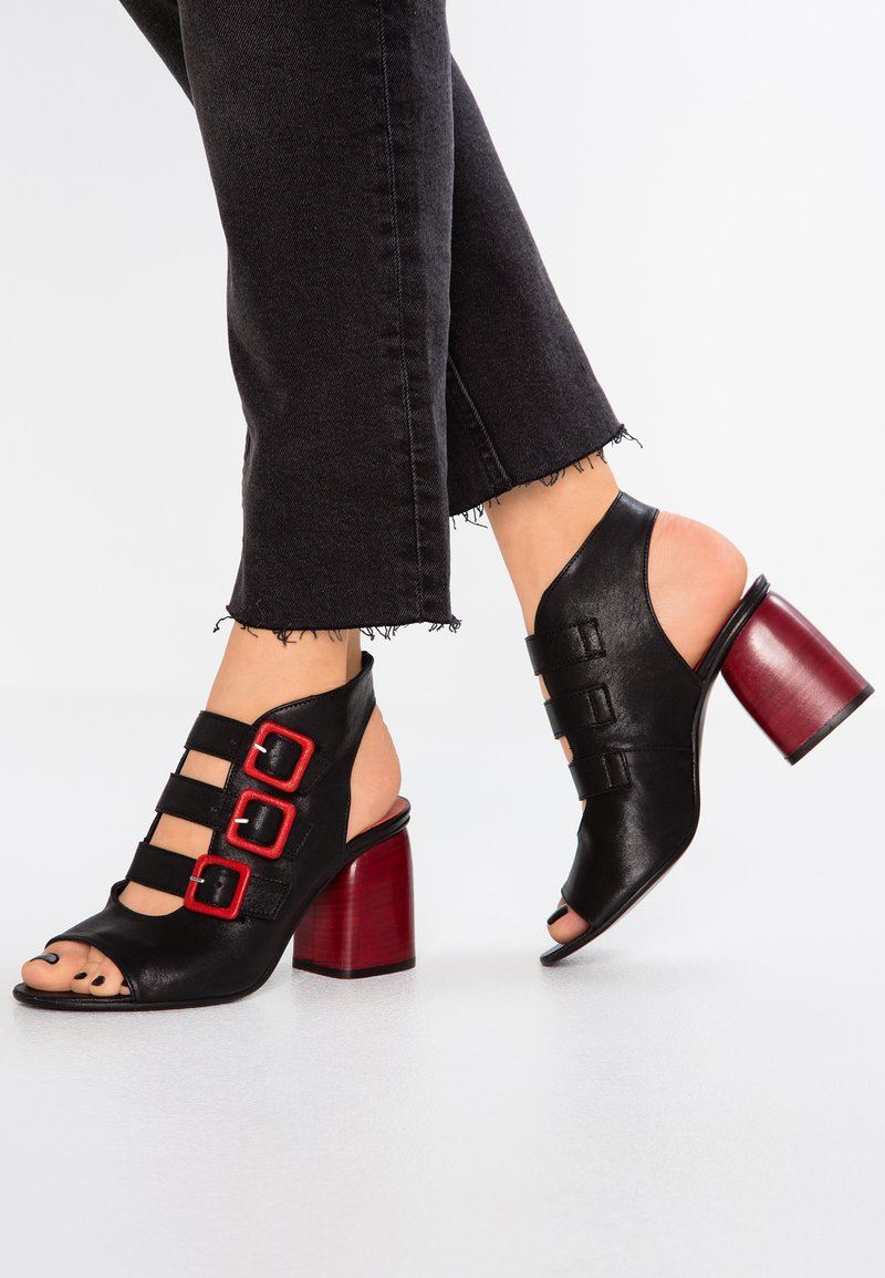 WAY OUT LONDON - Sandals - top nero/rosso