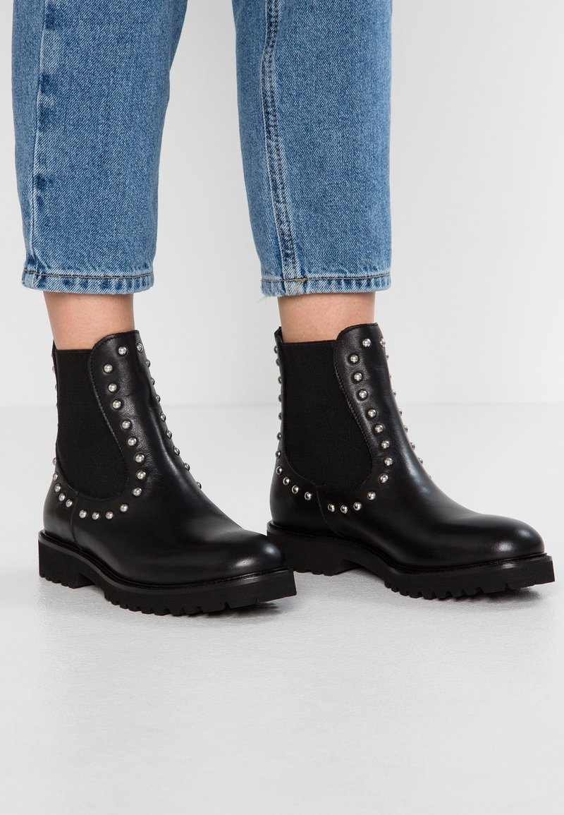 WAY OUT LONDON - Cowboy/biker ankle boot - nero