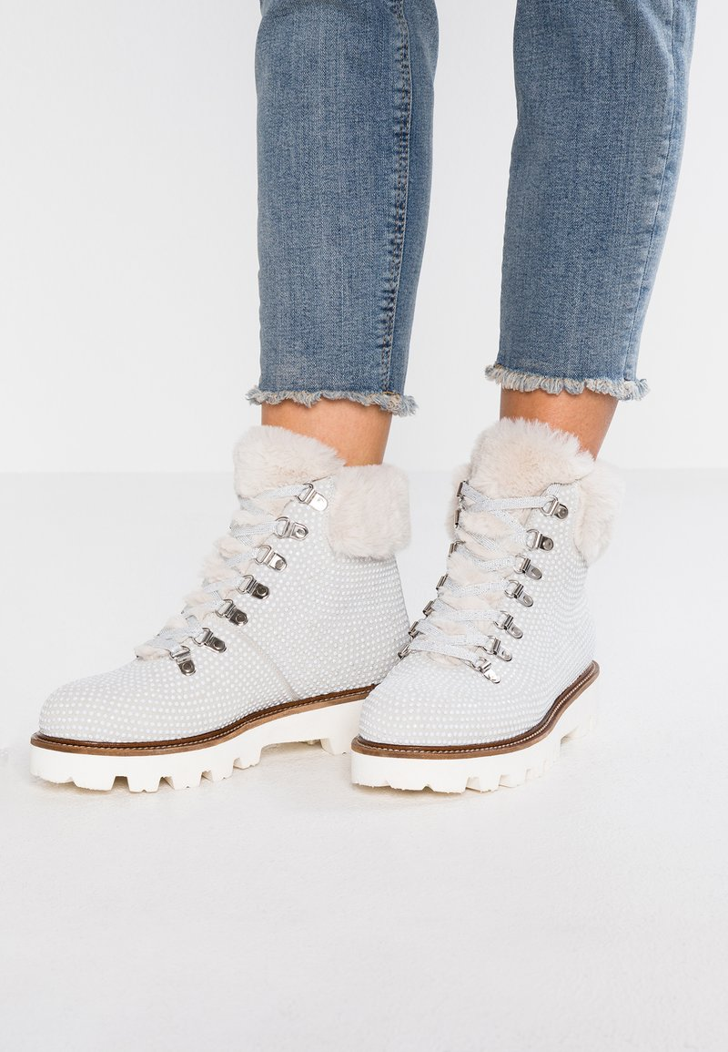 WAY OUT LONDON - Ankle Boot - bianco
