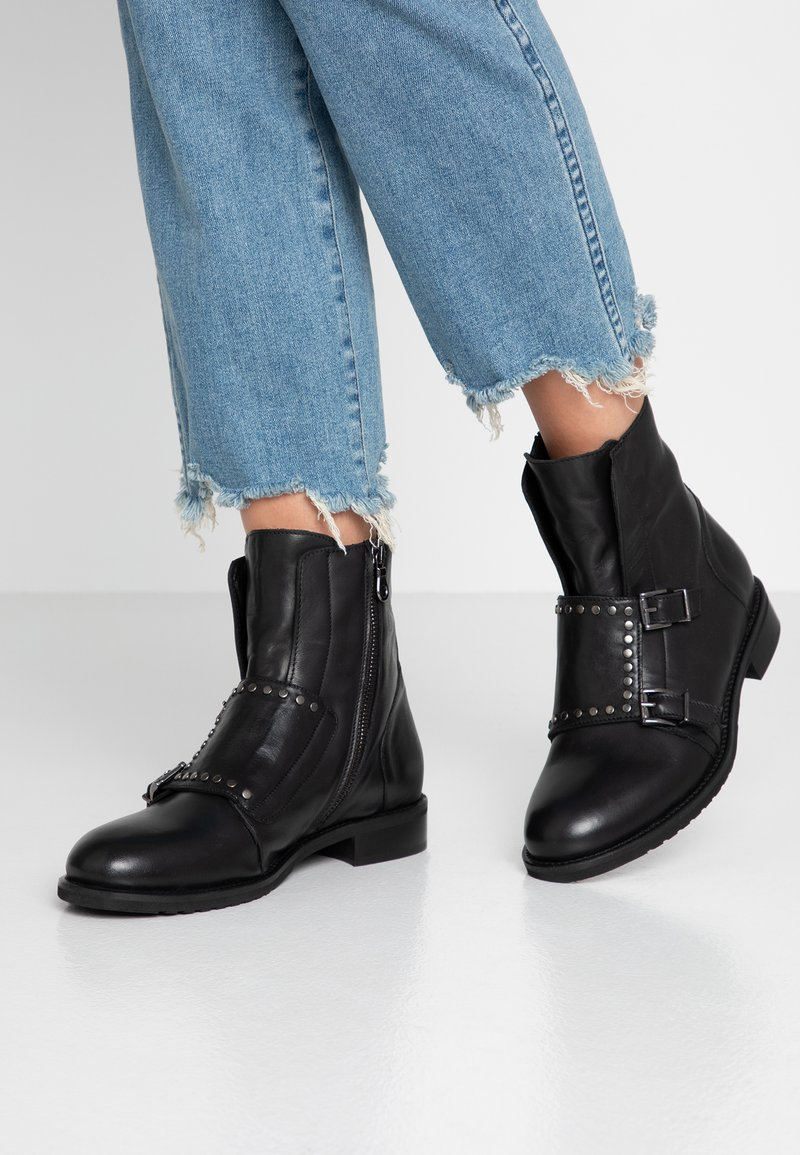 WAY OUT LONDON - Classic ankle boots - nero