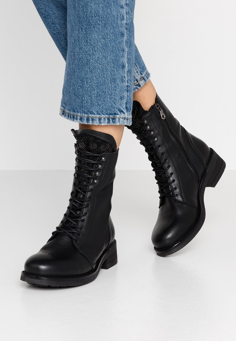 WAY OUT LONDON - Lace-up ankle boots - rock nero