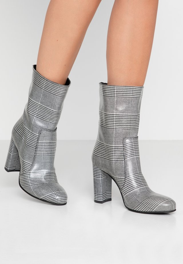 Classic ankle boots - grigio