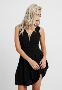 WAL G PETITE - EXCLUSIVE V-NECK MINI DRESS - Jerseykjole - black - 0