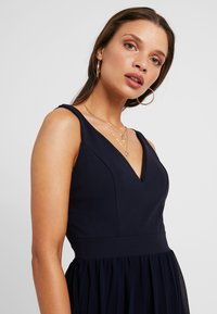 WAL G PETITE - V NECK BOTTOM MINI DRESS - Vestido informal - navy - 4