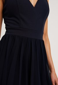 WAL G PETITE - V NECK BOTTOM MINI DRESS - Vestido informal - navy