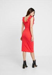 WAL G PETITE - RUFFLE NECKLINE DRESS - Koktejlové šaty/ šaty na párty - coral - 3