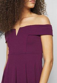 WAL G PETITE - BARDOT DRESS - Denní šaty - mulberry - 5