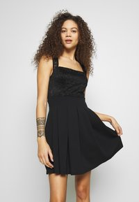 WAL G PETITE - SQUARE NECK SHOULDERS DRESS - Denní šaty - black - 0
