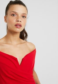 WAL G PETITE - EXCLUSIVE BARDOT BODYSUIT - Top - red - 4