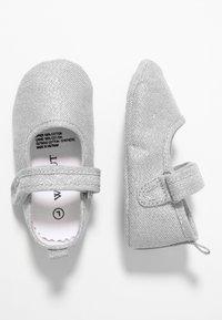 Walnut - MINI  - První boty - metallic silver - 0