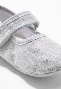 Walnut - MINI  - První boty - metallic silver - 2