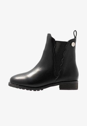 KENDALL SCALLOPED BOOT - Korte laarzen - black