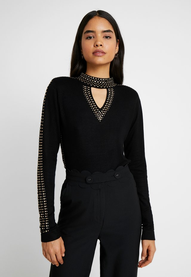 CUT OUT STATEMENT STUD JUMPER - Strikkegenser - black