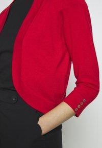 Wallis Tall - CURVE HEM SHRUG - Cardigan - red - 4