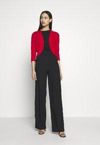 Wallis Tall - CURVE HEM SHRUG - Cardigan - red - 1
