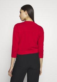 Wallis Tall - CURVE HEM SHRUG - Cardigan - red - 2