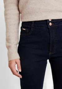 Wallis Tall - ESTHER BOOTCUT - Jeans bootcut - indigo - 3