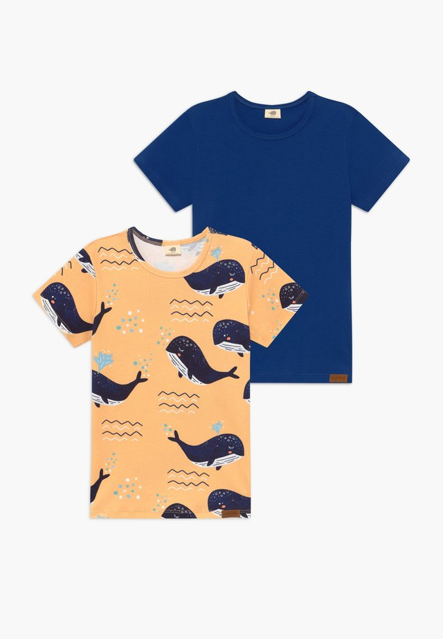 LITTLE WHALE 2 PACK - Print T-shirt - sand/dark blue