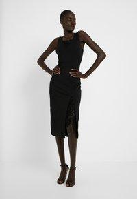 WAL G TALL - Koktejlové šaty/ šaty na párty - black - 0