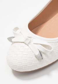 Wallis Wide Fit - WEAVE - Ballet pumps - white - 2