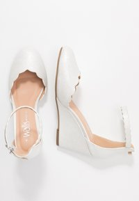 Wallis Wide Fit - Bridal shoes - white shimmer - 3