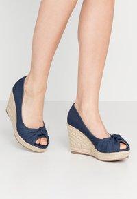 Wallis Wide Fit - WHIRL - Peeptoe heels - navy - 0