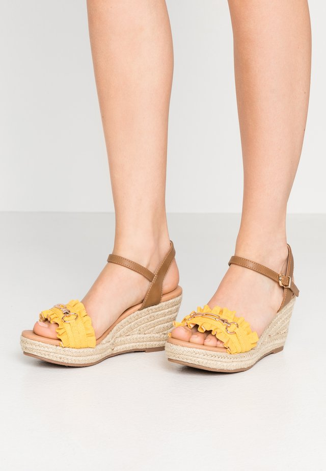 WHISTLE - Espadrilles - yellow