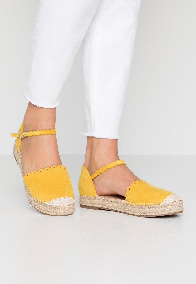 WANDER - Espadryle - yellow
