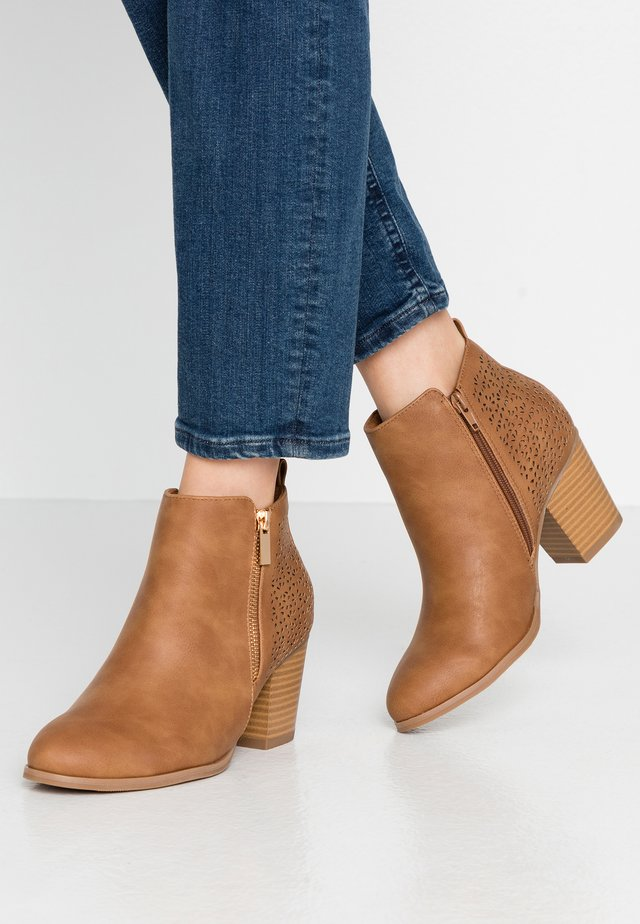 WIDE FIT WENDIE - Ankle boots - camel