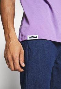 WAWWA - UNISEX POCKET  - T-shirt basic - lilac - 3